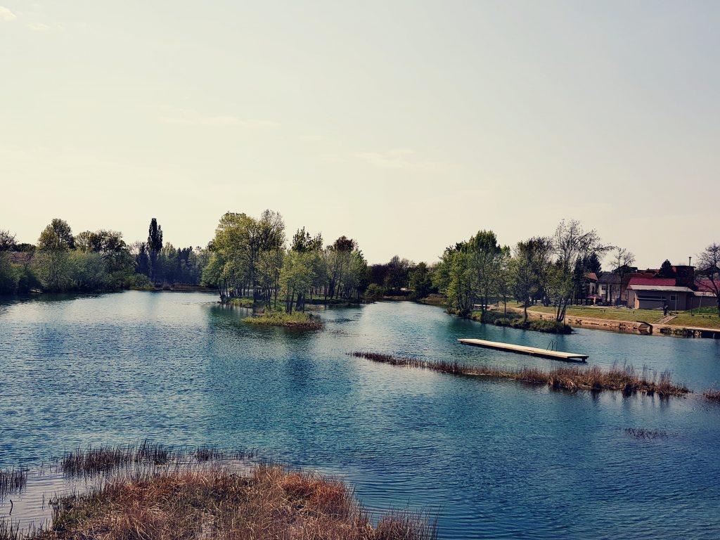 Mrežnica river with islands.